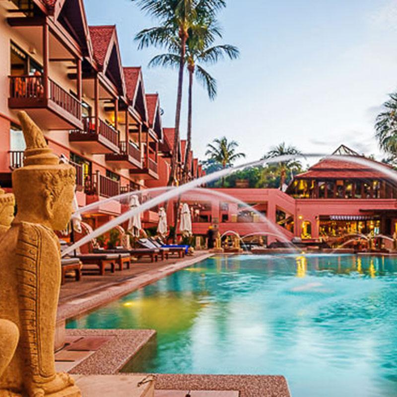 Phi Phi Resort: Patong Resort Hotel & 4* Holiday Inn Phi Phi Island